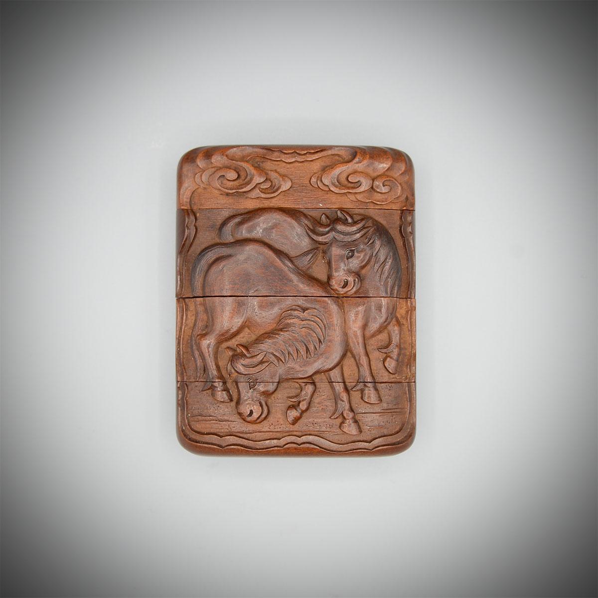 Ein Holz-Drei-Fall-Inro mit drei Pferden von Oshomitsu, MR3650_v.1