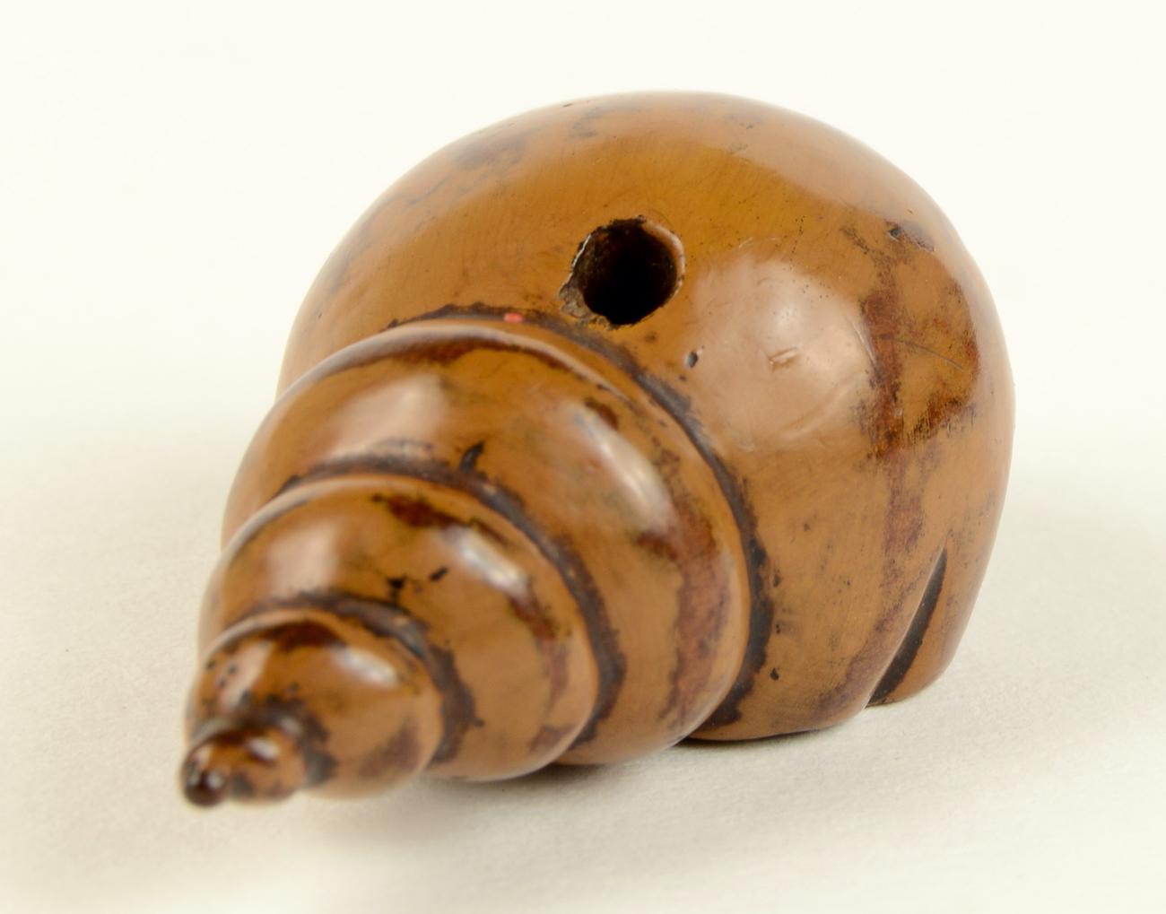 Large Wood Shell Netsuke himotoshi