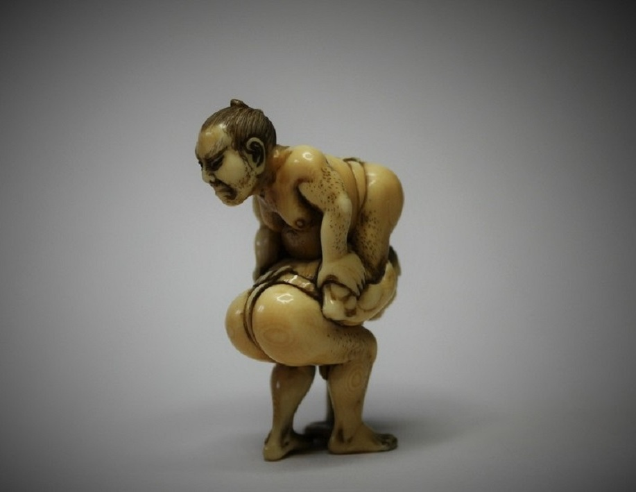 Hojitsu ivory netsuke of sumo wrestlers