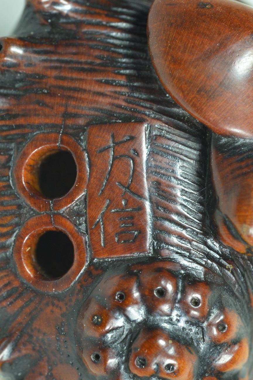 Arima Tomonobu shell netsuke signature
