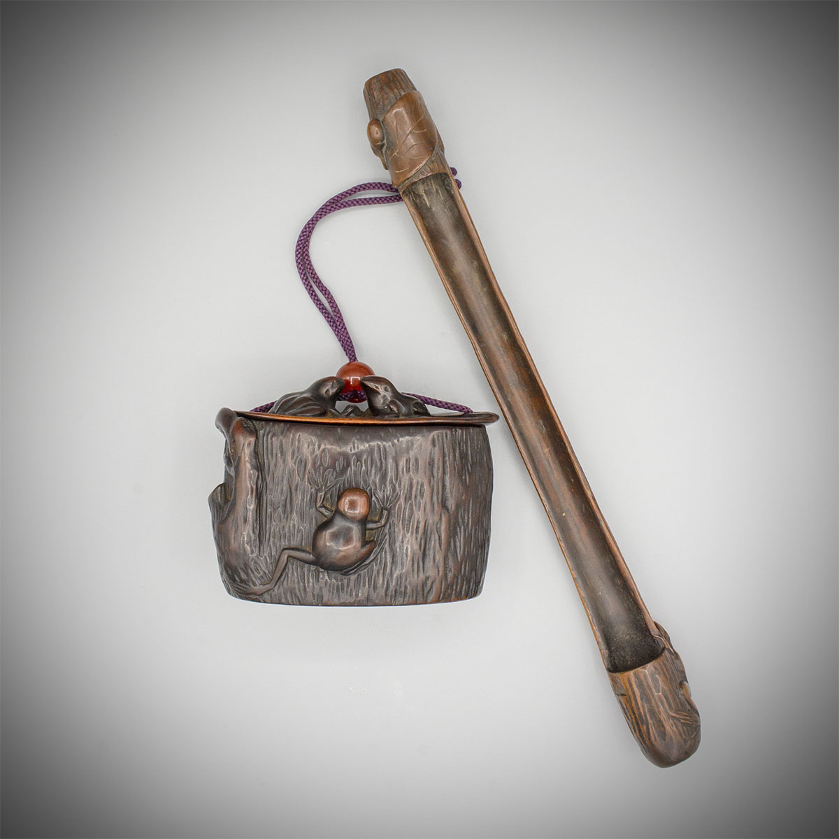 A wood smoking set of pipe case and tonkotsu with frogs, MR3665_v.1