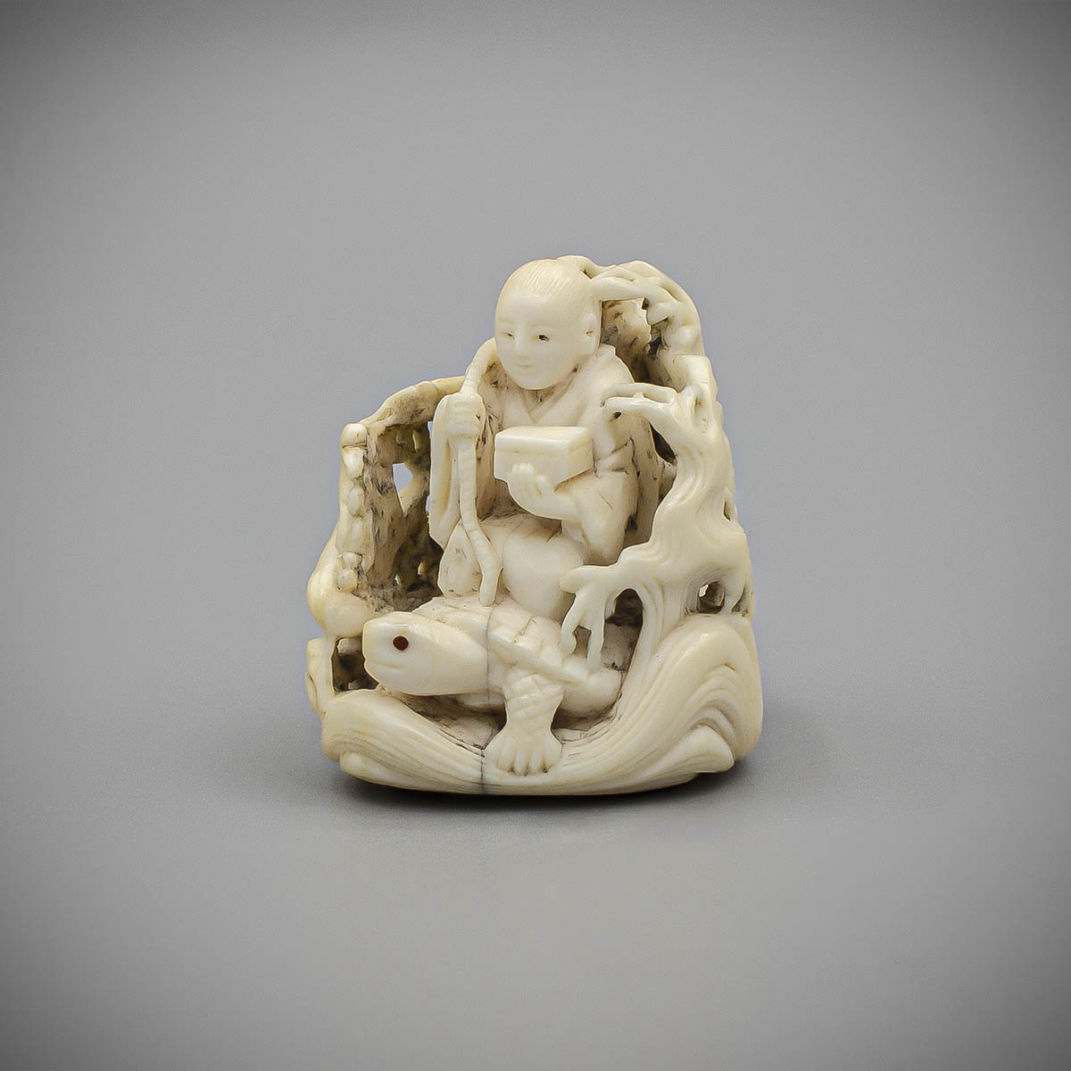 MR3682_v.1-2, Ivory netsuke of Urashima Taro by Kagetoshi