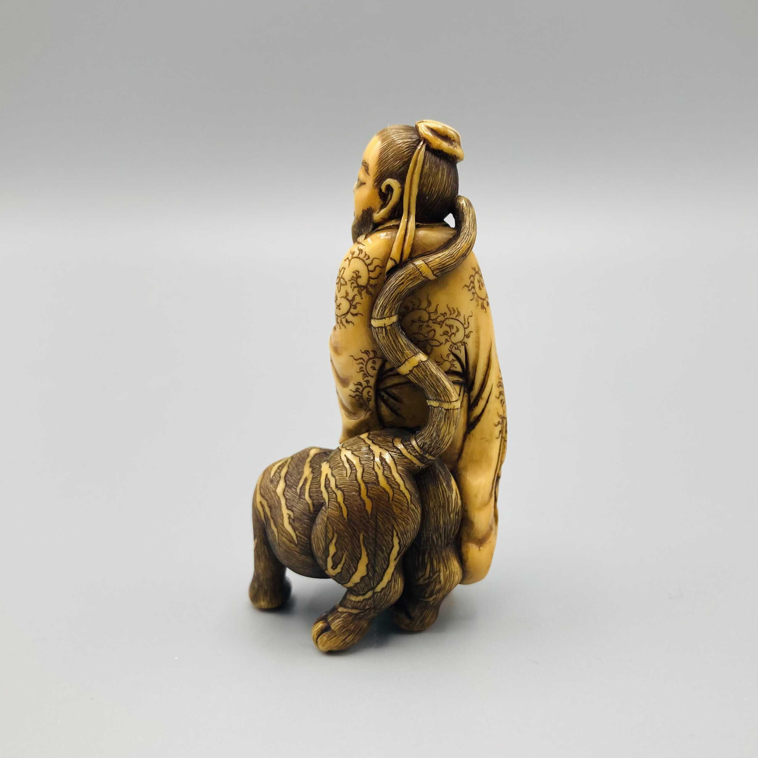 Osaka ivory Shoriken netsuke 5