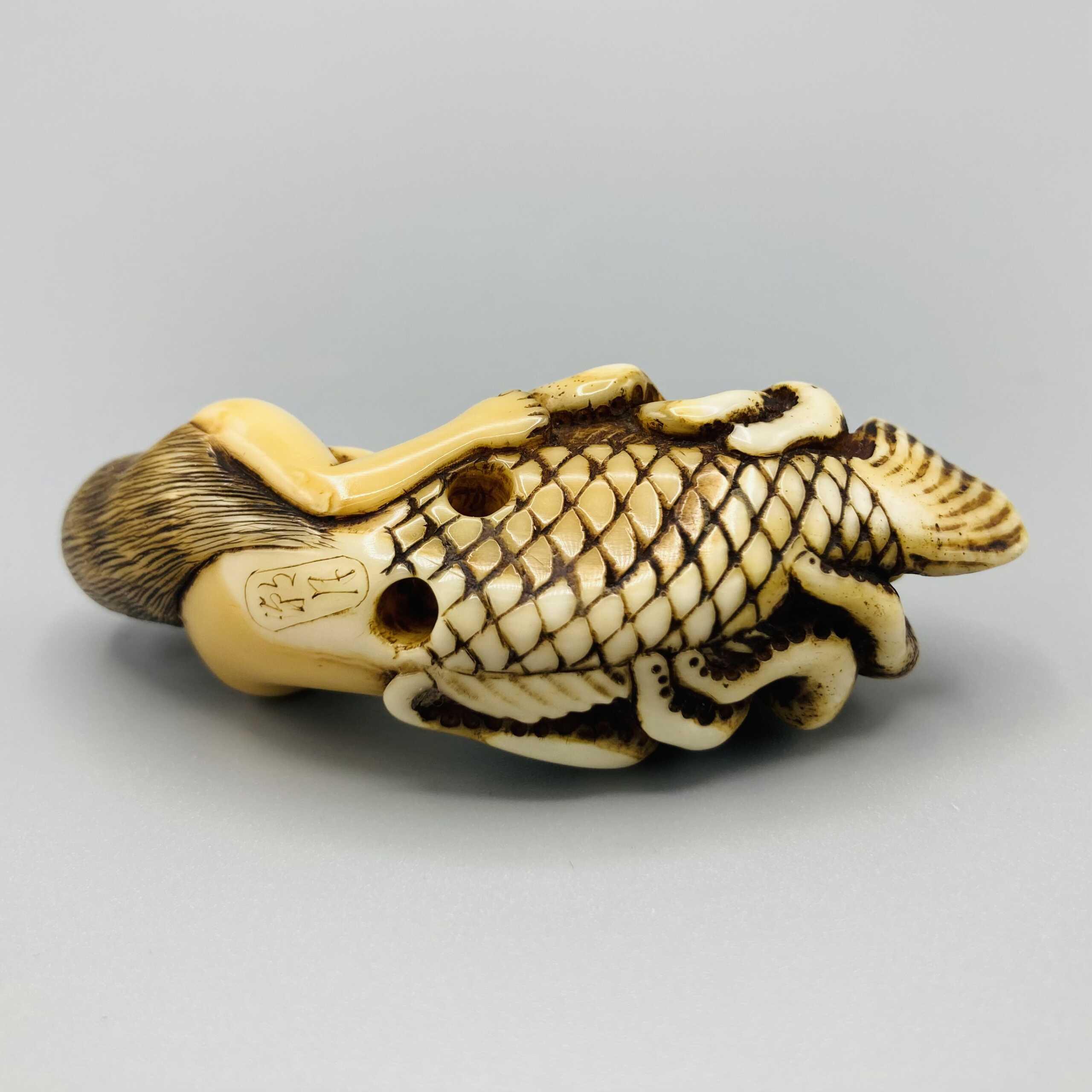 Chogetsu ivory mermaid netsuke 3