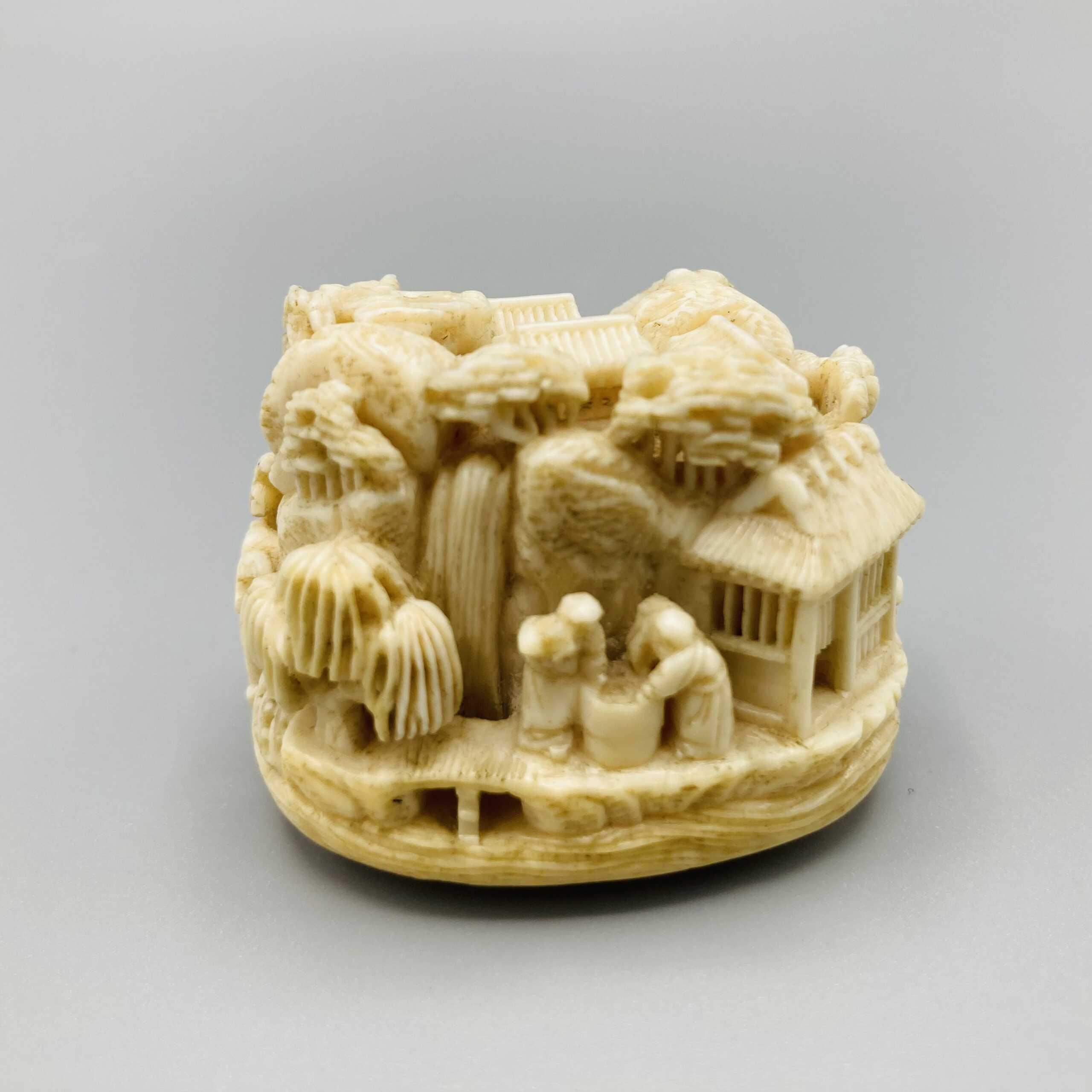 Kagetoshi Ivory netsuke of Narihira 4