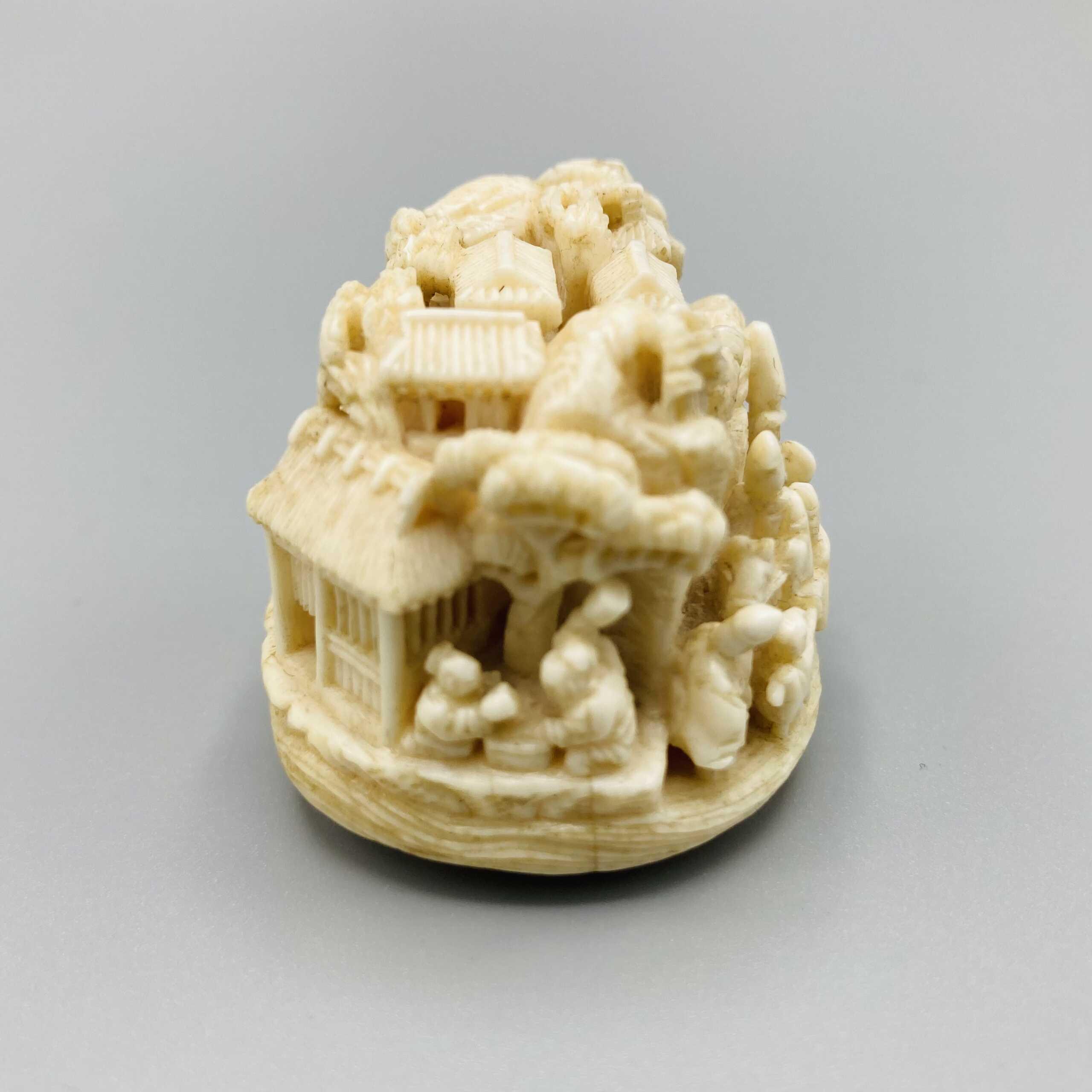 Kagetoshi Ivory netsuke of Narihira 3