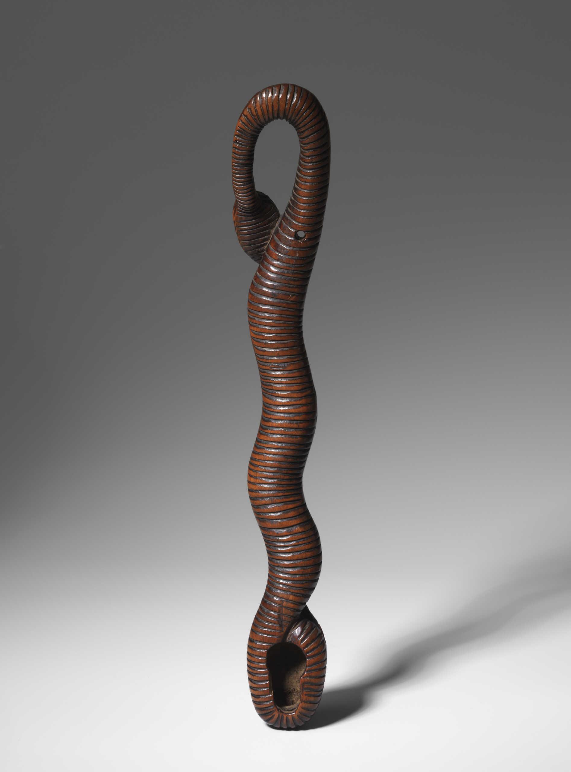 MR774 Boxwood snake pipe holder 2