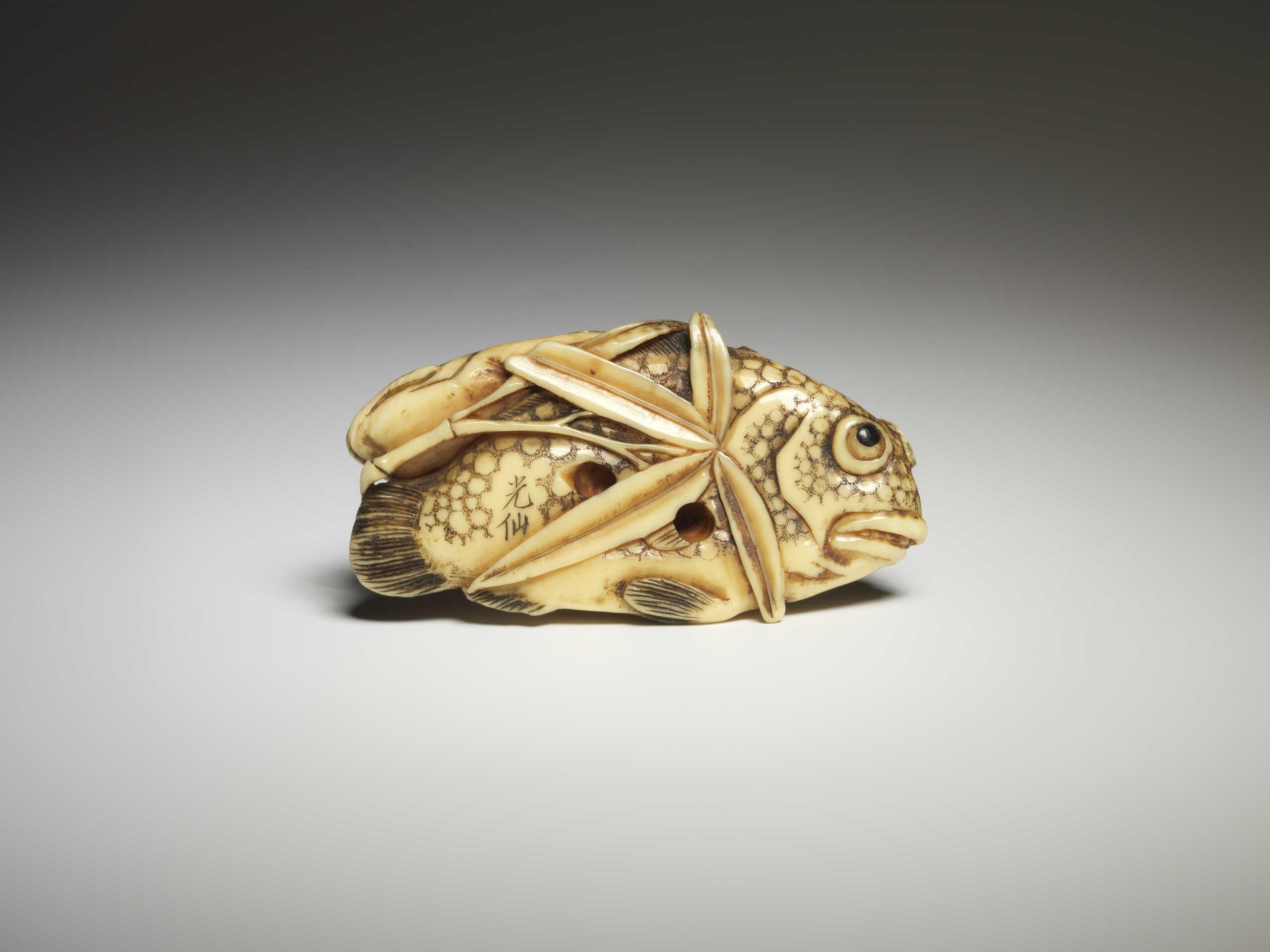Kosen ivory fish netsuke 3