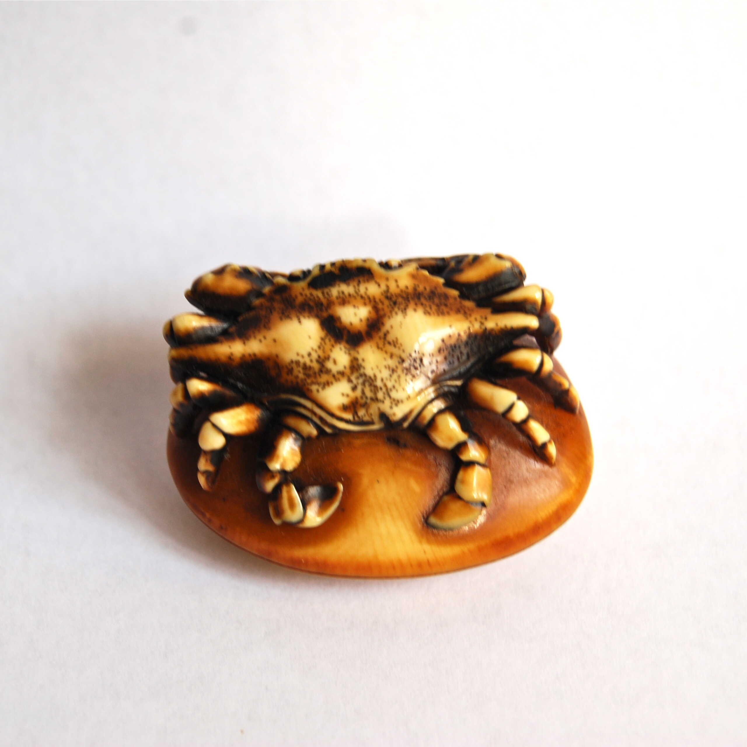 Anraku ivory crab netsuke 3