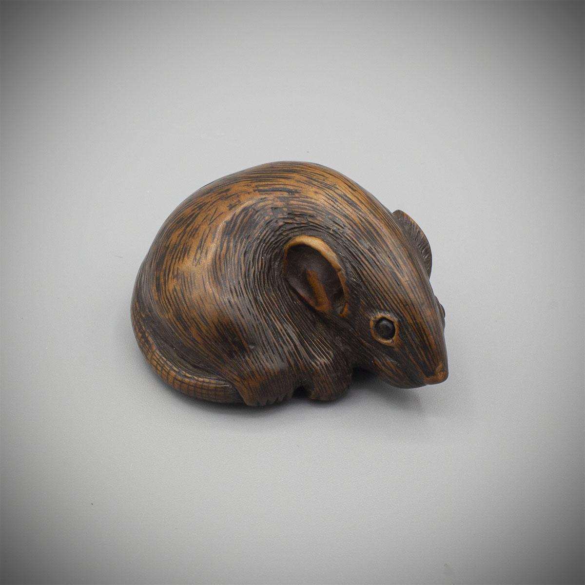 MR3851_v.1 Wood netsuke of a rat by Katada (Kachu)