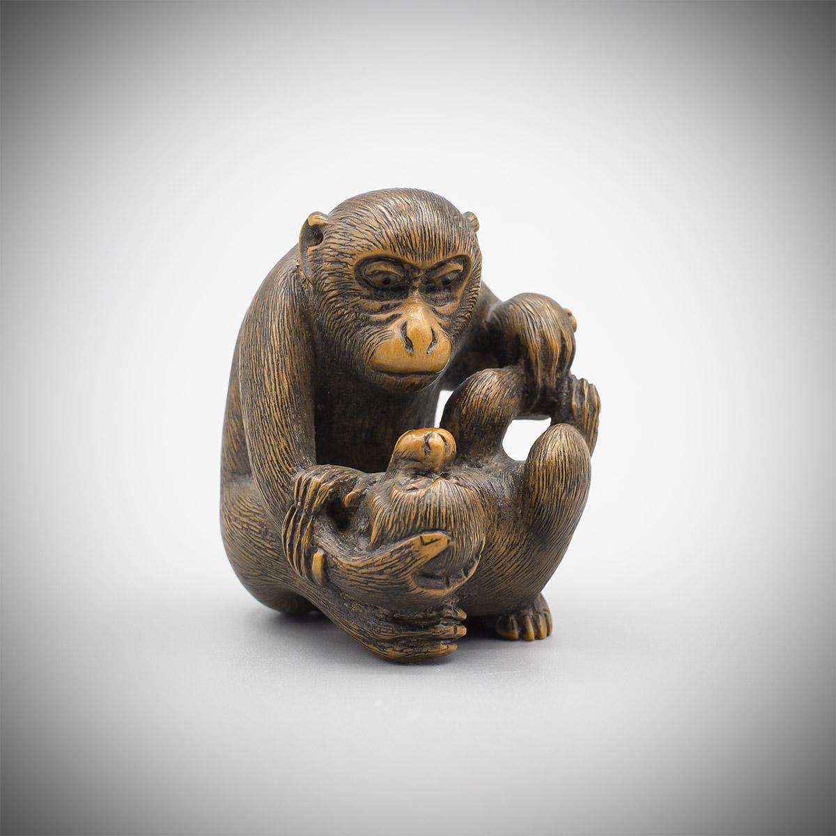 MR3870_v.1 A wood netsuke of monkeys by Ikko